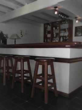 Bar, Manor House